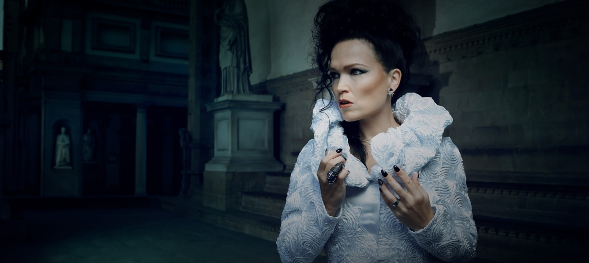 Tarja announces a Christmas tour