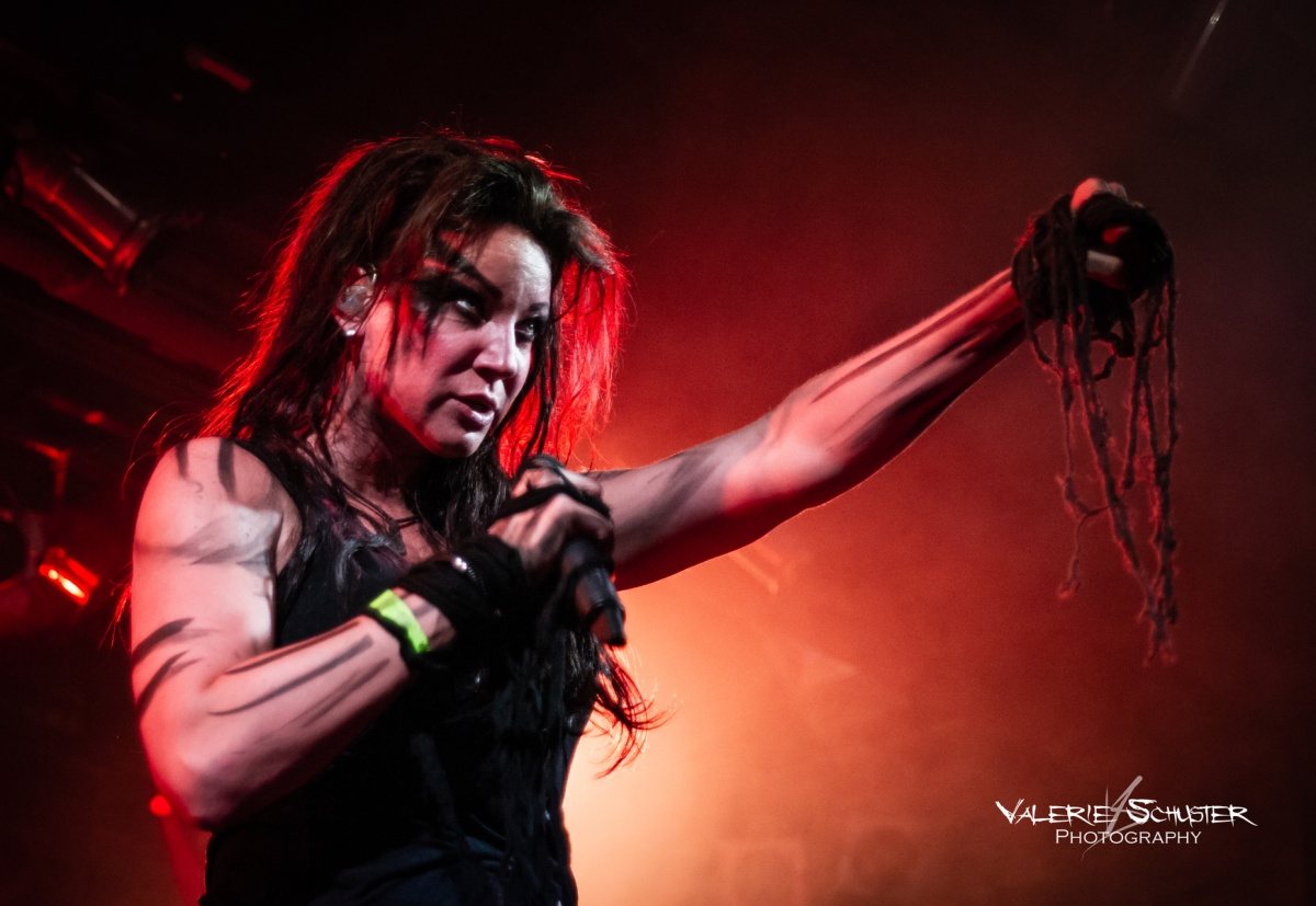 Null Positiv vocalist Elli Berlin badly injured, the band cancels shows
